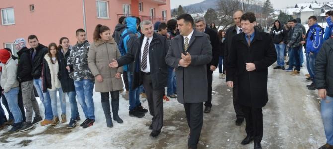 Помоћник министра просвете отворио кухињски блок у Рековцу